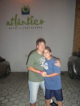 Hotel Atlantico: Frente hotel
