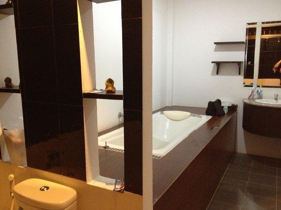 Supsangdao Resort : Ginormous bathroom