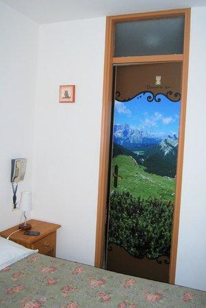 Albergo Dolomiti Des Alpes: La porta del bagno