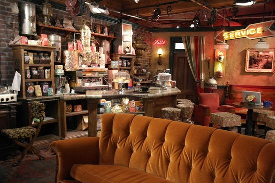 ‪‪Burbank‬, كاليفورنيا: Sit on the Central Perk couch in the retired Friends set!‬