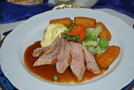 Hotel Thalfried: Hauptspeise (Lende mit diversen Gemüse und Kroketten)
