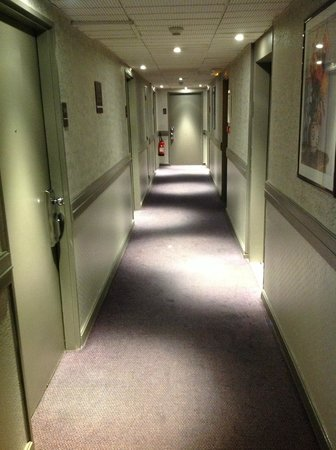 Holiday Inn Paris Montparnasse Pasteur: corridor