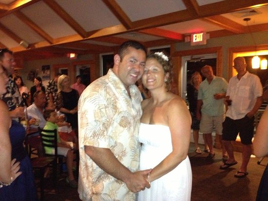 Good Winds Seafood & Wine Bar: happy couple!