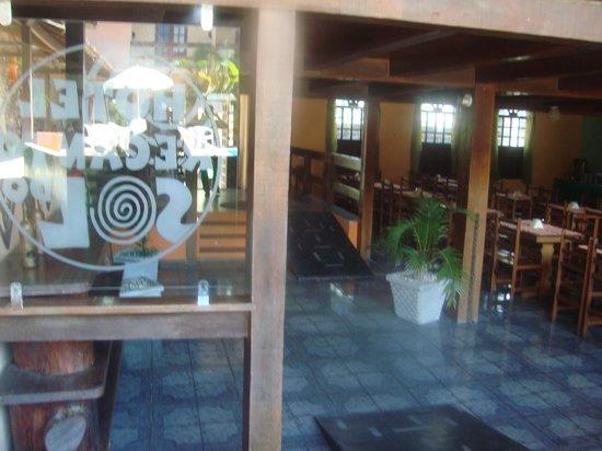Hotel Recanto do Sol: Vista da entrada e da área das refeições