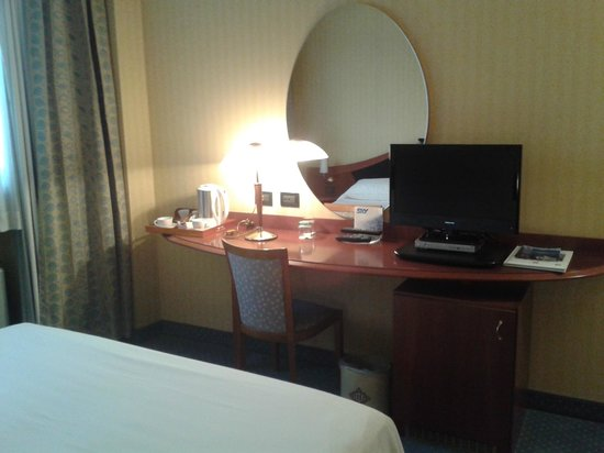 Donizetti Hotel : bollitore, Sky e frigobar