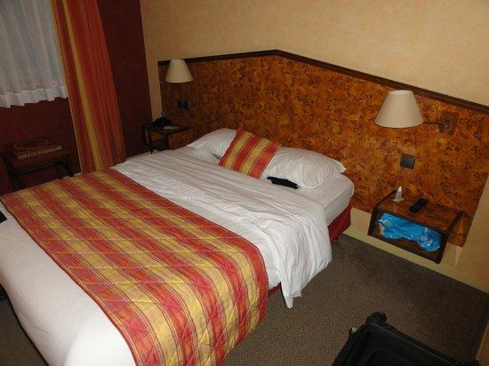 Kyriad Tours - Saint Pierre Des Corps - Gare: Quarto limpo e cobertor excelente