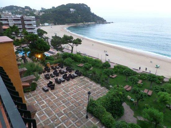 Rigat Park & Spa Hotel: Территория перед отелем