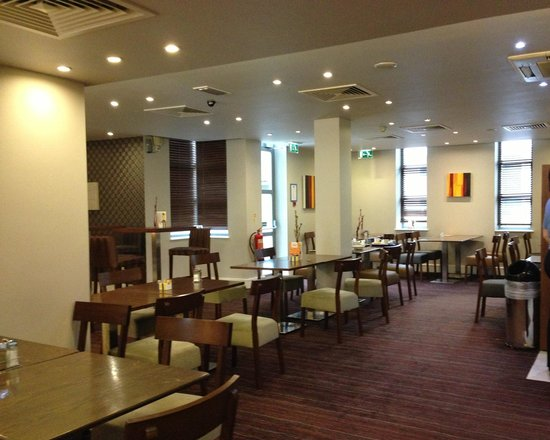 Holiday Inn Express London Croydon: Dining area