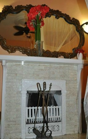 Southernmost Point Guest House: Fireplace Room 2