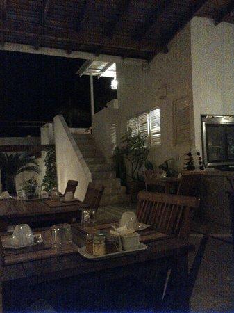 Villa Caracol: Comedor y terraza arriba