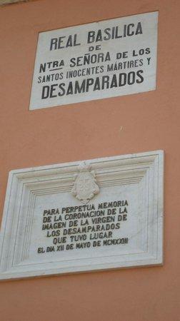 Basilica de la Virgen de los Desamparados: Targa commemorativa