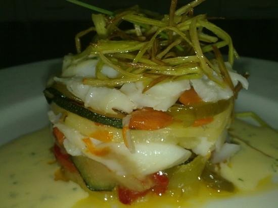Meson Casas Colgadas: timbal de bacalao y verduras con salsa muselina