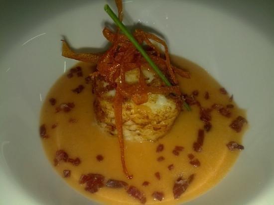 Meson Casas Colgadas: refrescante de tomate y queso frito