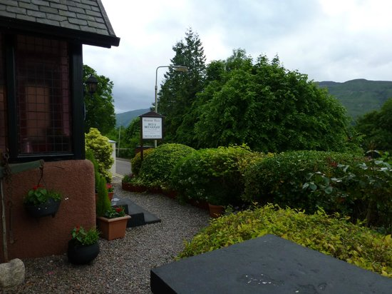 Front garden of Gowan Brae House