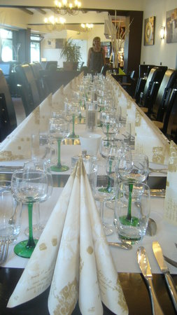 Restaurant Chez Chrislène et Joël : Banquet 20 personnes avec Chrislène au fond