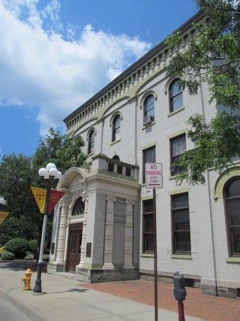 Chemung Valley History Museum : Front of museum
