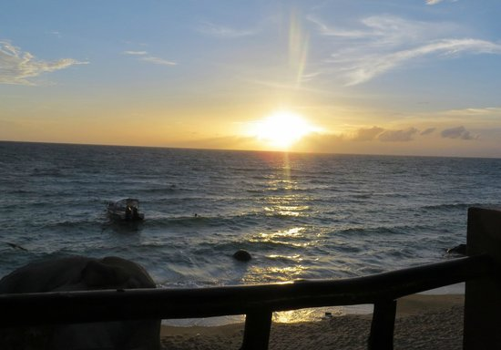 Goodtime Beach Hostel: Sunset view from balcony