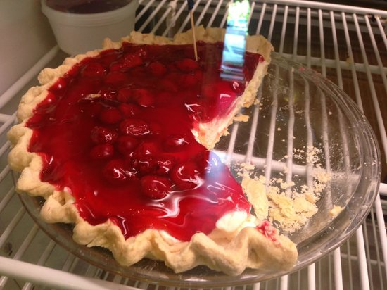 Courtyard Cafe and Bakery : Cherry Pie