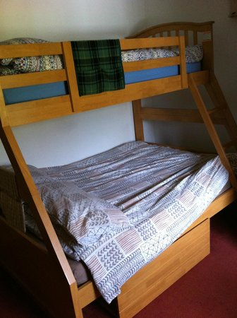 Slochd Mhor Lodge: bunk beds with wide bottom bunk