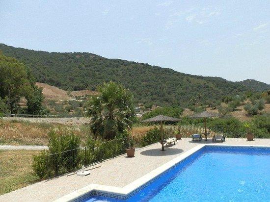 Hotel Molino Cuatro Paradas: pool and views
