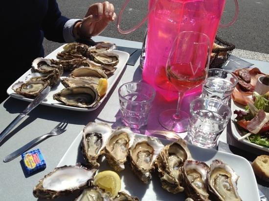 Le V: huîtres et rosé au V