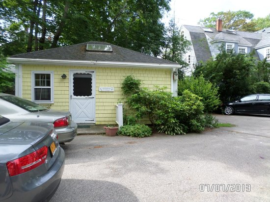 Woodbine Cottage/Harbor Inn-Entrance