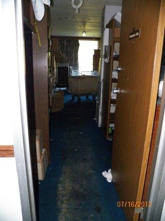 Rodeway Inn : cleaning closet