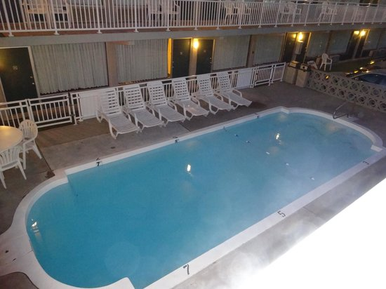 Impala Island Inn : North side pool