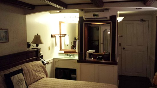 O'Keefe's Waterfront Inn : Room interior