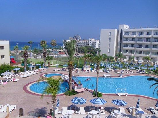 Tsokkos Beach Hotel: Pool View