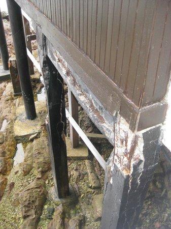 เจ็มไอแลนด์ รีสอร์ท & สปา: Maintenance required
