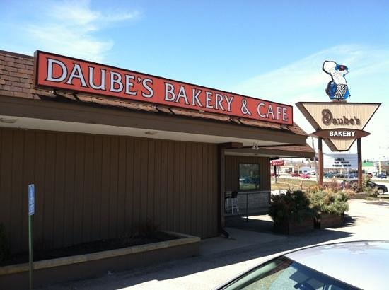 Daube's Cakes and Bakery: Duabe's Exterior
