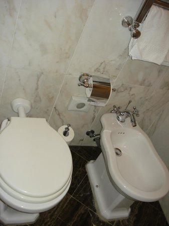 Relais dei Fiori: the bathroom