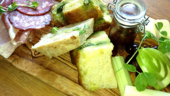 The Broom Tavern : Ploughman's lunch