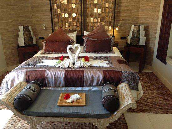 Royal Garden Villas: Bedroom at villa lotus