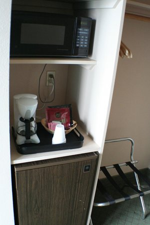 Cedars Ocean View Inn : Fridge/microwave/coffee maker