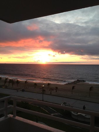 Ocean Place Resort & Spa: view from our room of the sunrise