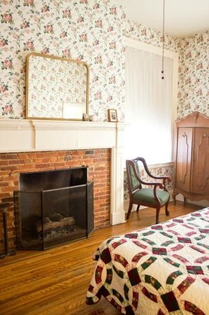 Golden Eagle Inn: The Fireplace in the John Anderson