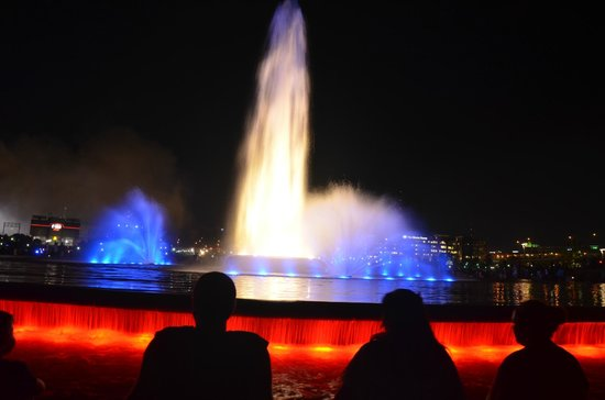 Point State Park: Night Lights on the Fountain