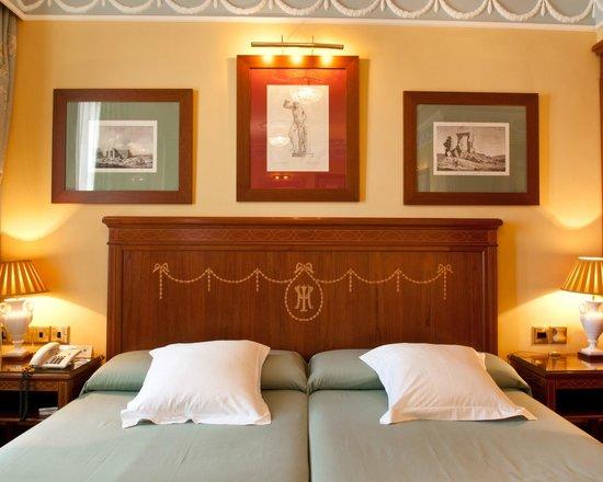 Hotel Inglaterra: Spacious and elegant Superior Rooms