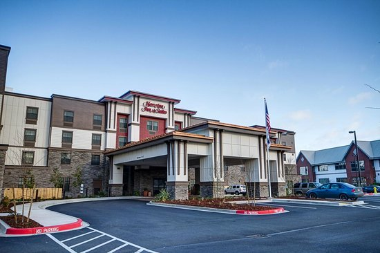 Hampton Inn and Suites DuPont: Hotel Exterior