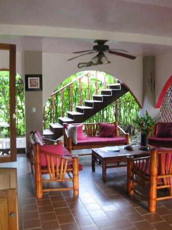 El Encanto Inn: lounging area