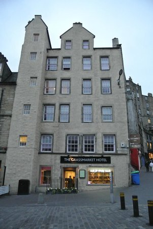 Grassmarket Hotel: The front of the hotel