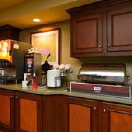 Comfort Inn & Suites Dover: Complimentary hot breakfast