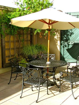 French Quarter Inn: Patio