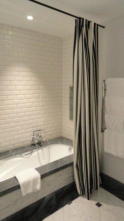 Hotel Maria Cristina, a Luxury Collection Hotel, San Sebastian : Shower