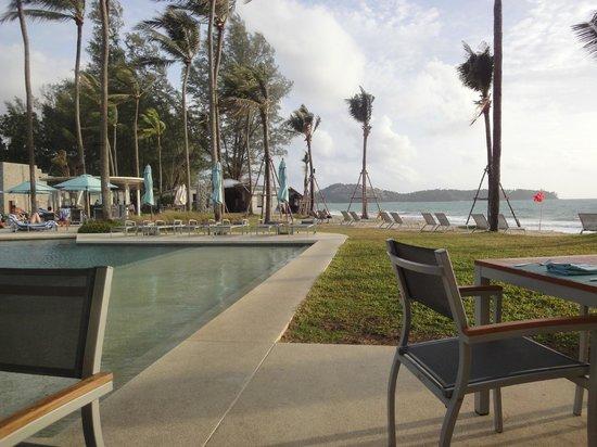 Outrigger Laguna Phuket Beach Resort: Piscina