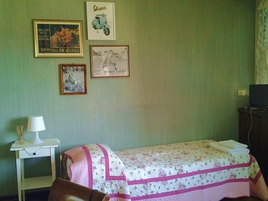Sapore di Casa: 1 bed in 3 person suite - Roman Holiday