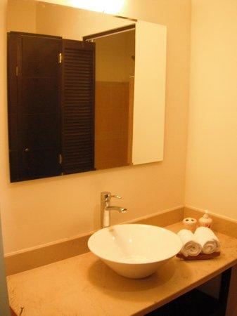 MariaMar Suites: Bathroom Sink
