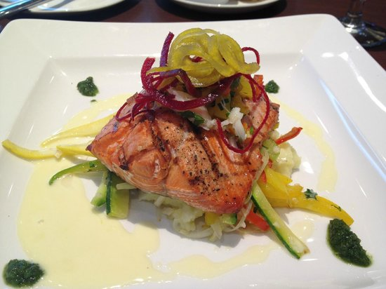 Sheraton Vancouver Guildford Hotel: Grilled Wild BC Salmon